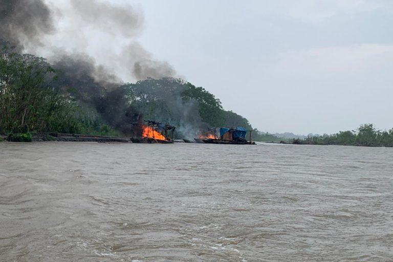 Pequedragas' destruidas durante el operativo de la fiscalía ambiental de Ucayali. Foto: FEMA Ucayali.