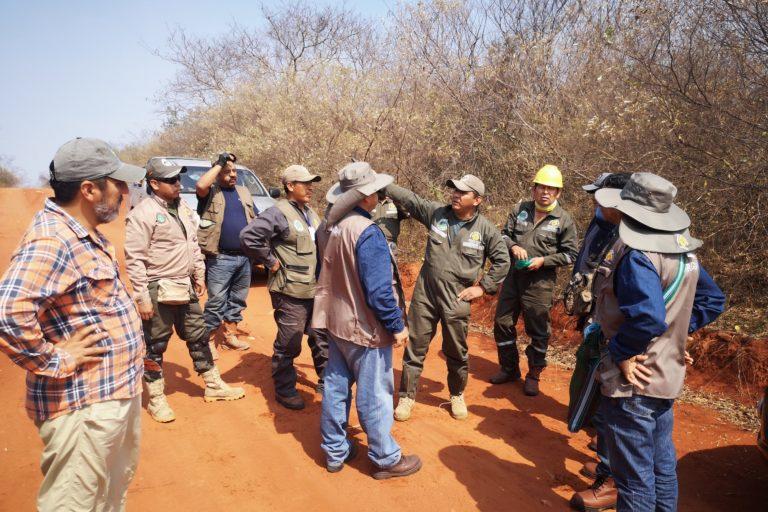 Brigadas de voluntarios trabajan incansablemente para apagarlos incendios forestales. Foto: Nativa.