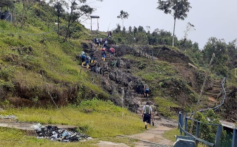 En octubre de 2019, un destacamento de policías y militares ingresaron a la localidad de El tambo, en la Cordillera del Cóndor. Foto: PNP Medio Ambiente.