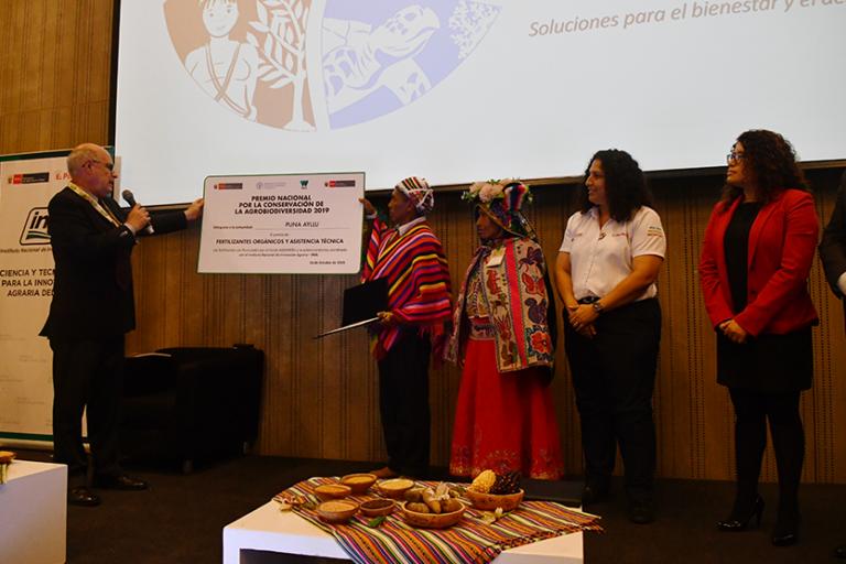 Campesinos de Cuyocuyo recibieron reconocimiento por su labor en la conservación de los cultivos andinos. Foto: Ministerio del Ambiente.
