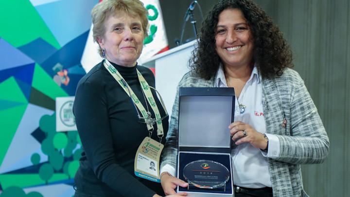 La distinción Personalidad Ambiental se otorgó a Mariella Leo. Foto: Ministerio del Ambiente.