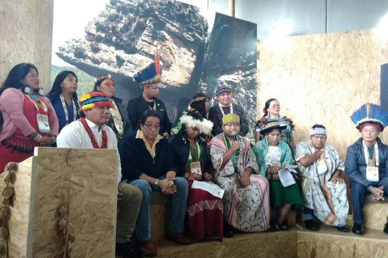 La maloca indígena, en el piso 5 del Centro de Convenciones de Lima, fue el escenario del encuentro de los pueblos originarios de todo el continente. Foto: Yvette Sierra Praeli.