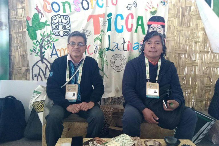 Jorge Nahuel, director de la Región Cono Sur del Consorcio Ticca (derecha), reclama por la presencia de los pueblos indígenas en las decisiones de las áreas protegidas. Foto: Yvette Sierra Praeli.