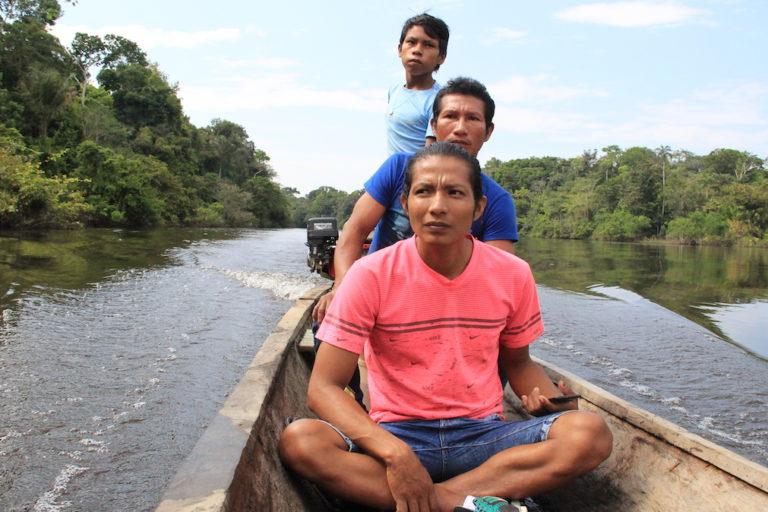 Monitores ambientales kichwa saliendo a uno de sus patrullajes. Foto: Vanessa Romo Espinoza.