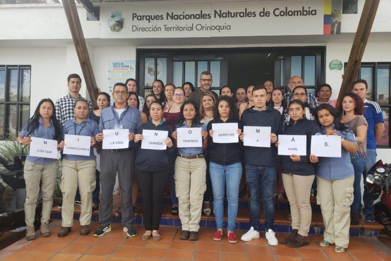 Manifestación de apoyo de diferentes funcionarios de Parques Nacionales ante el asesinato de Wilton Fauder Orrego (Sierra Nevada de Santa Marta) y las amenazas que reciben sus compañeros. Foto: Parques Nacionales Naturales de Colombia.