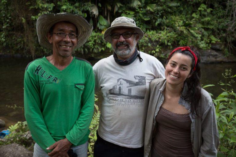 Descubrimiento nuevo anfibio. Investigadores de la expedición Santander BIO. Foto: Felipe Villegas - Instituto Humboldt.
