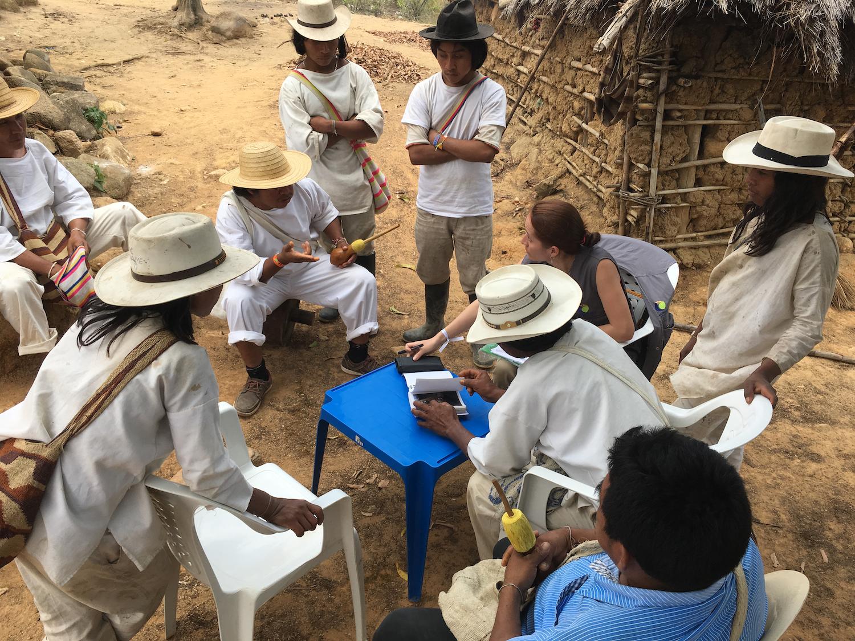 Minería Sierra Nevada. Jornadas de trabajo de los investigadores con los indígenas wiwa. Foto: Applied Biodiversity Foundation.