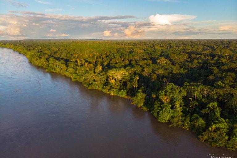 En las zonas cercanas a las ciudades de Lago Agrio y Coca, el estado de los ríos de la cuenca del Napo es crítico. Foto: Pierre Lesage.