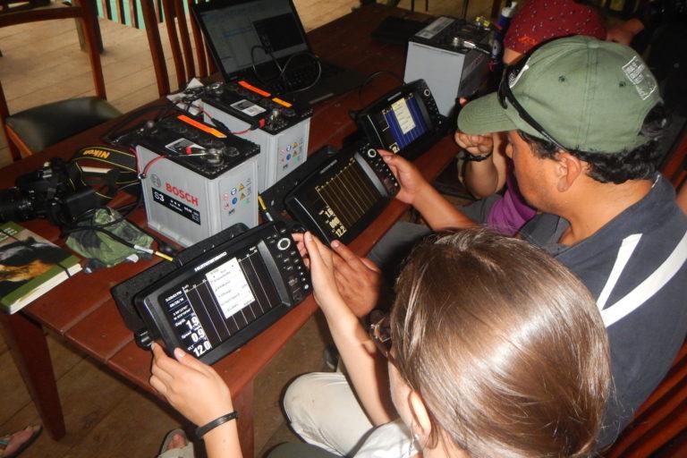 Conservación de manatí. El análisis de la información del sonar tardó casi dos años en procesarse. Tuvo que hacerse de forma manual. Foto: WCS Ecuador.