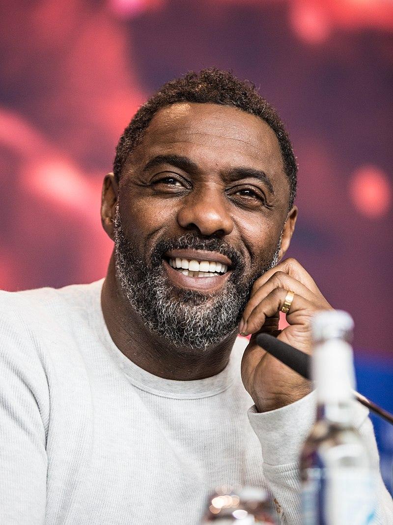 El actor inglés Idris Elba es conocido por su actuación como Heimdall en las películas de Thor y The Avengers, así como su trabajo en series galardonadas como The Wire y Luther. Foto: Harald Krichel / Wikimedia Commons