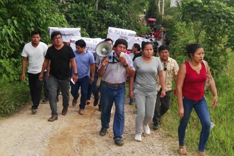 Cordillera del Cóndor Ciudadanos de varias comunidades se desplazaron hasta Santa María de Nieva para reclamar contra el gobierno regional. Foto: Odecofroc.