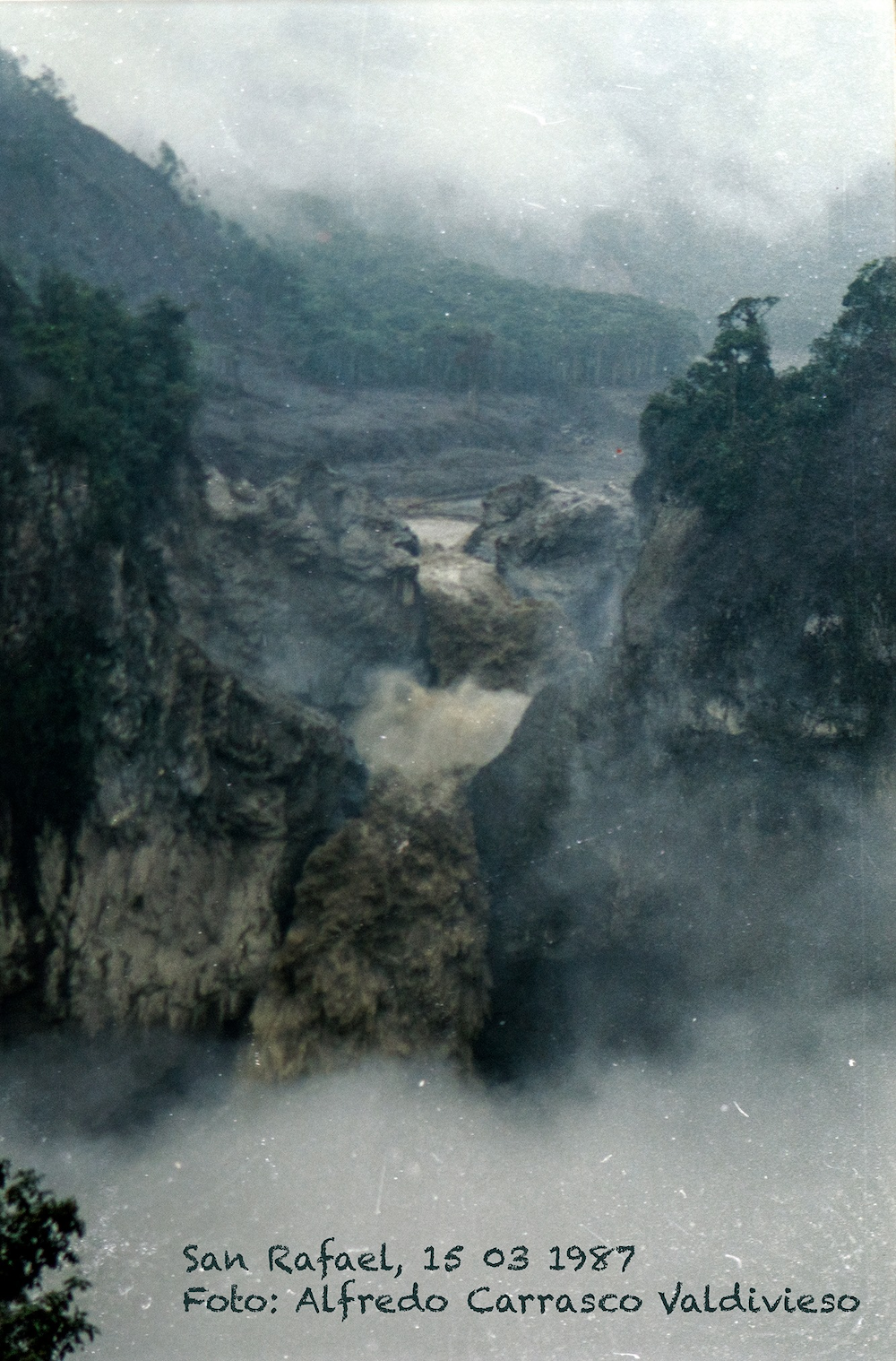 Cascada San Rafael. La cascada San Rafael después del sismo de marzo de 1987. Foto: Alfredo Carrasco.
