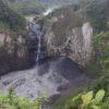 Cascada San Rafael. El hilo de agua que se ve es de un riachuelo cercano. El agua del río Coca cae detrás del arco de roca. Foto: MAE Ecuador.
