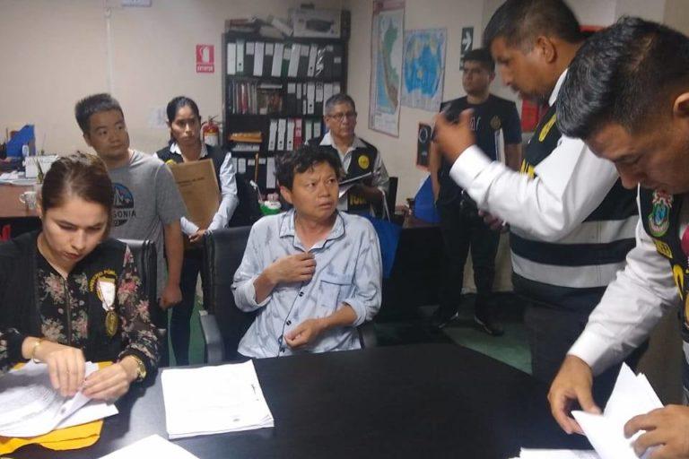 Dos ciudadanos de origen asiático fueron detenidos como parte de la red criminal. Foto: PNP Medio Ambiente.