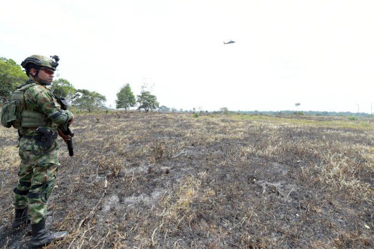 Incendios en la Amazonía. El Ejército lleva varios días en la zona con operativos para capturar a los deforestadores. Foto: Ministerio de Ambiente.