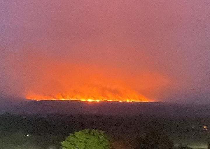 Incendios en la Amazonía. Las llamas en la Sierra de La Macarena se controlaron hacia las 4:00 del domingo 23 de febrero. Foto: Twitter.