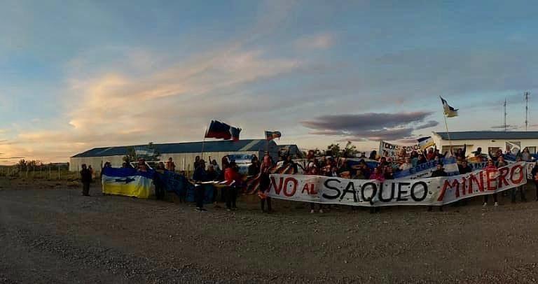 Protesta frente a las instalaciones de Pan American Silver en Argentina. Foto: Cristina Agüero.
