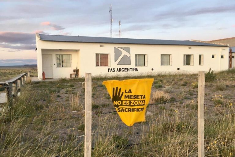En Argentina se oponen a las actividades de la minera Pan American Silver. Foto: Ángel Callupil.