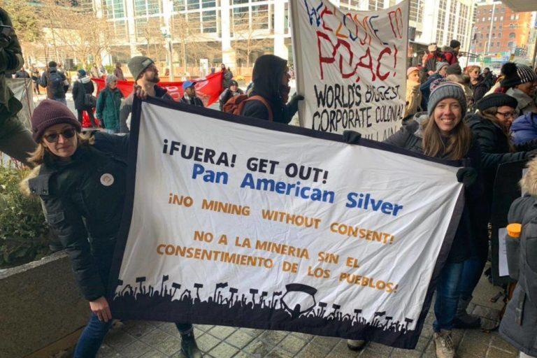 Activistas protestan en Canadá contra la minera Pan American Silver. Foto: Raphael Araujo.