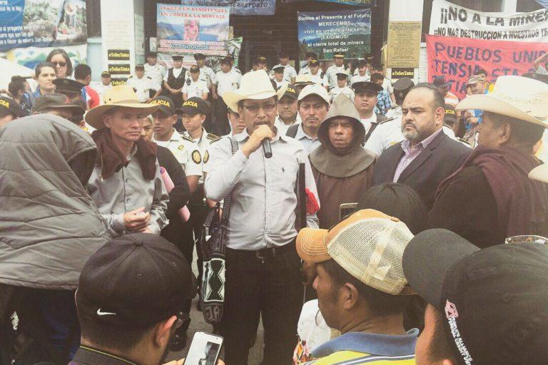 En Guatemala se mantienen alerta ante posible cambio de legislación para mina Escobal. Foto: Earth Works.