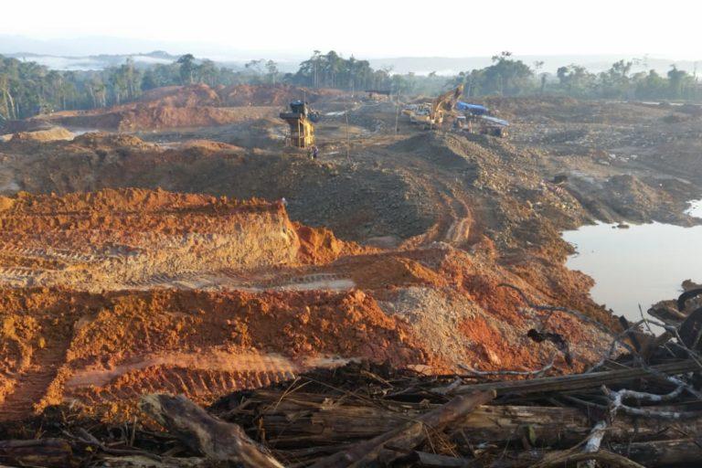 Minería de río. Los ríos afluentes del río Napo están contaminados por algunos metales pesados. Foto: Cortesía GK.