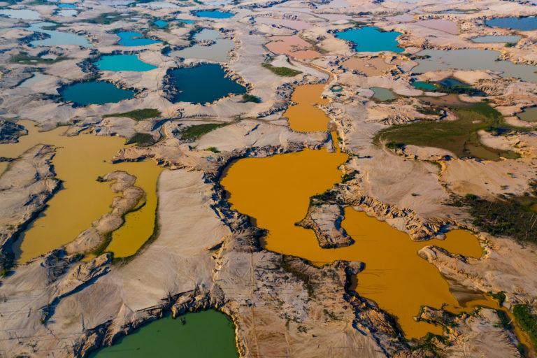 Imagen de pozas dejadas por la minería ilegal. Foto: Jason Houston / CINCIA WFU.
