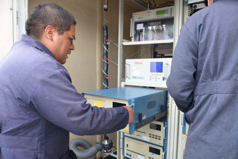 Menor contaminación del aire por coronavirus. Las estaciones de la Red de Monitoreo Atmosférico de Quito registran datos las 24 horas del día. Fotografía cortesía de la Secretaría de Ambiente del Municipio de Quito.