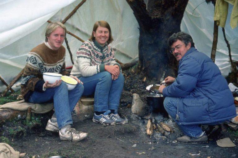 La investigadora Irma Franke con Tristan Davis y John O'Neill en la expedición de 1985. Foto: Tristan Davis.