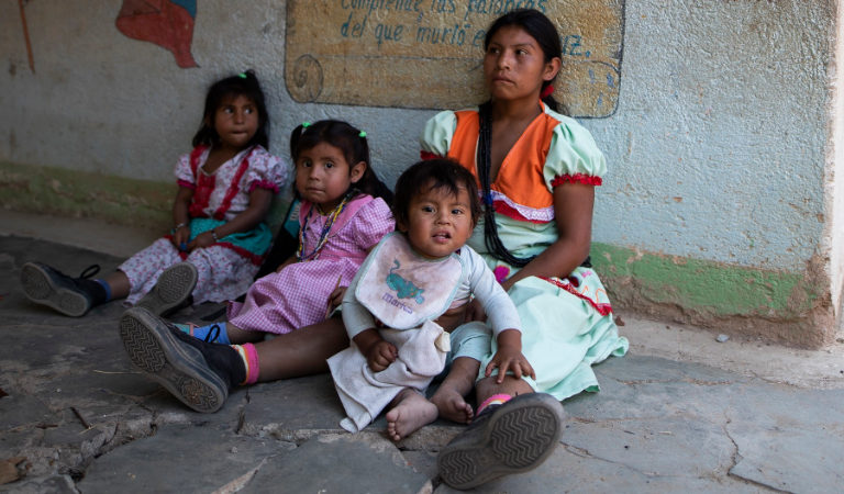 Indígenas asesinatos y Covid-19. Los casos de desnutrición en ambos resguardos están disparados, así como las muertes de niños y mujeres embarazadas. Foto: Esteban Vega La-Rotta / Semana Sostenible.