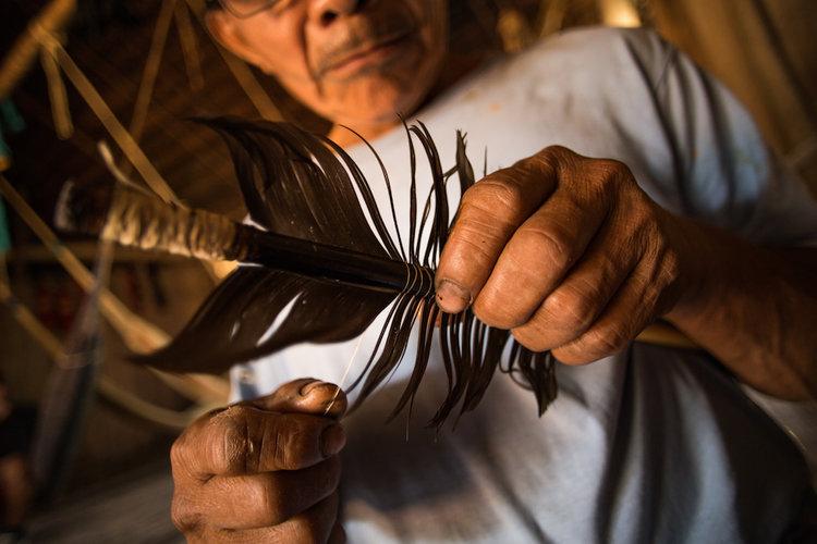 Las personas de mayor edad de la comunidad matsés protegen y enseñan sus tradiciones. Foto: Tui Anandi y Mike van Kruchten / Xapiri.