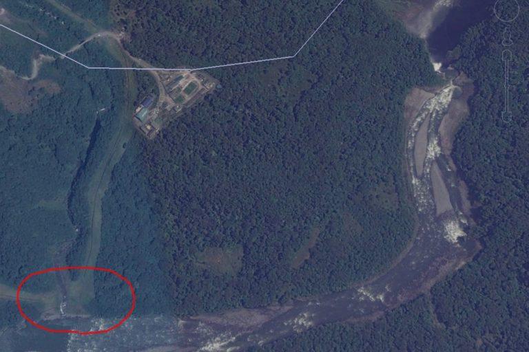 Cascada San Rafael. El nuevo derrumbe ocurrió en la zona señalada con el círculo rojo. Imagen: Google Earth.