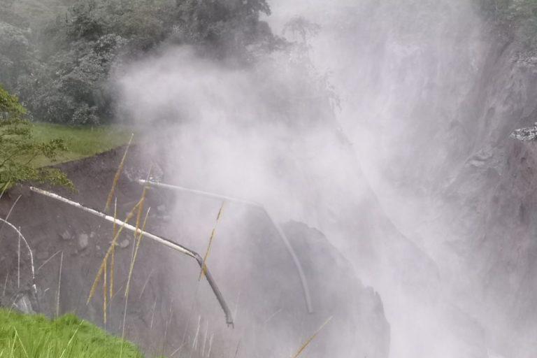 Cascada San Rafael. Las bases y las tuberías del Sistema de Oleoducto Transecuatoriano (SOTE) y el Oleoducto de Crudos Pesados (OCP) colapsaron el 7 de abril. Foto: Archivo particular.