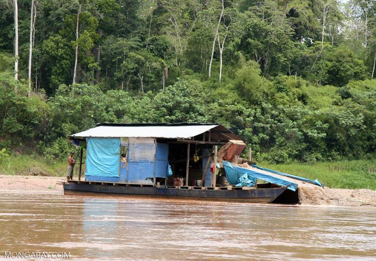 Según el estudio, el mercurio que importa Bolivia llega a Perú de manera ilegal. Foto: Rhett A. Butler / Mongabay.