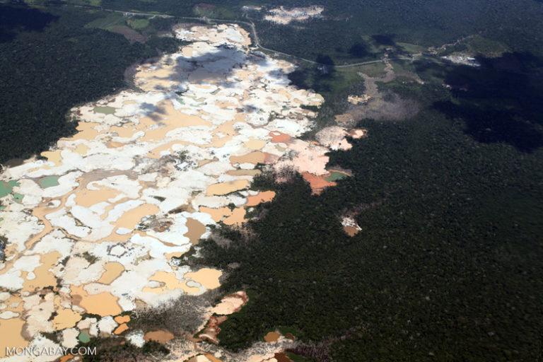 Vista aérea de la deforestación causada por la minería ilegal. Foto: Rhett A. Butler / Mongabay.