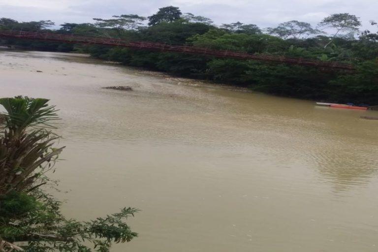 Mineria en Ecuador. En los cantones San Lorenzo y Eloy Alfaro no hay agua potable, los pobladores afro e indígenas consumen agua de los ríos que ahora está contaminada por la minería. Fotografía REDCONE.