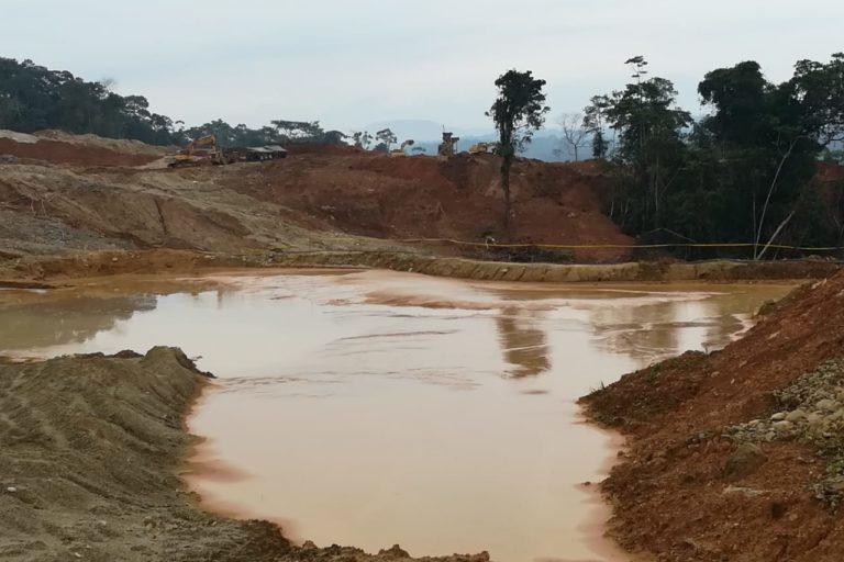 Mineria en Ecuador. Organizaciones indígenas denuncian que la minería en la provincia del Napo continua en la emergencia sanitaria. Fotografía de Confeniae.