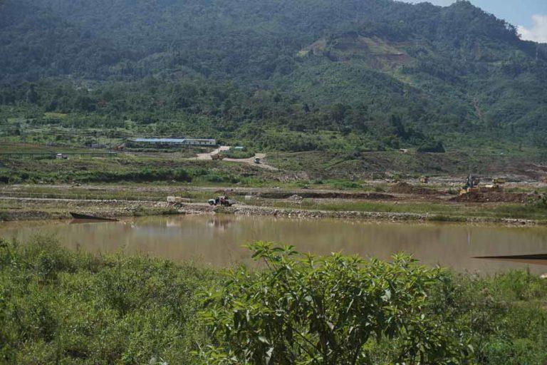 Mineria en Ecuador. Más de 800 personas siguen trabajando en el proyecto Mirador, según dice el Viceministro de Minas. Fotografía de Diego Ayala León.