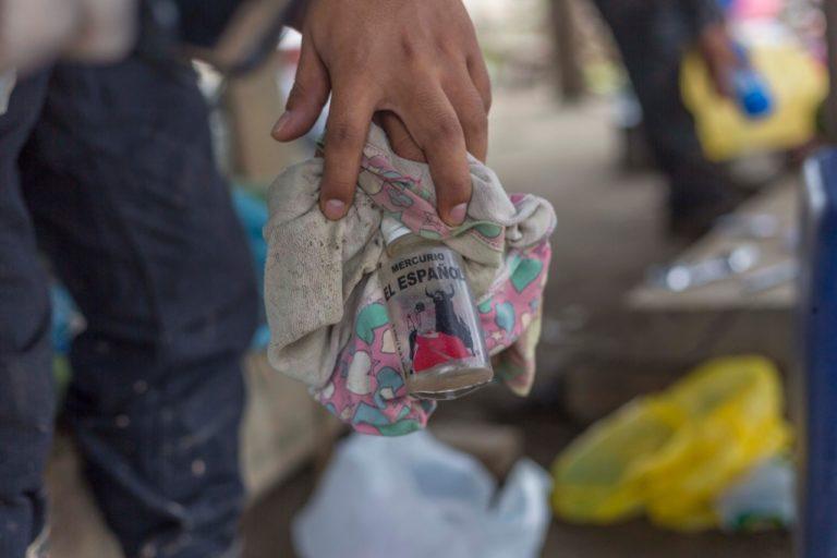 Los mineros ilegales utilizan mercurio para el procesamiento del oro. Foto: FEMA Madre de Dios.