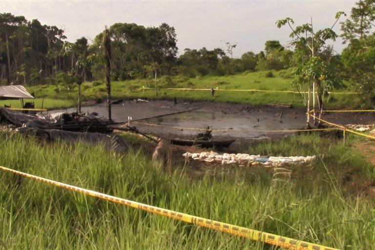 Defensores ambientales Colombia. Otro afluente contaminado es la quebrada La Montañita en la vereda del mismo nombre. Allí también la comunidad adelanta limpieza del cauce. Crédito: Andrés Gutiérrez Cianci