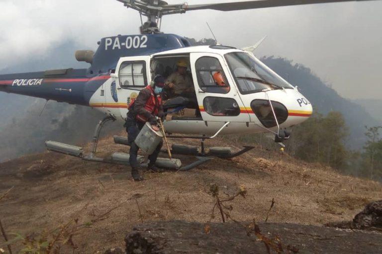 Incendios en Venezuela. Helicóptero de la Policía brindando apoyo logístico en el parque Henri Pittier. Foto: Inparques.