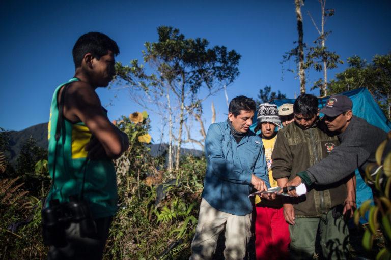 Día Internacional del Tapir José Luis Mena y el equipo de guardaparques y estudiantes que instalaron las cámaras en Tabaconas Namballe. Foto: WWF.