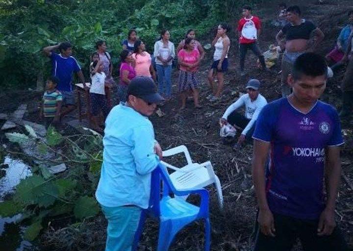 COVID19 Mujeres y niños participaron de la entrega de víveres en la comunidad de Pucacuro. Foto: Municipalidad de Pucacuro.
