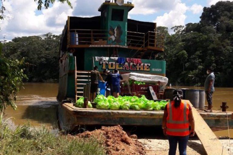 Una comitiva de la municipalidad de Trompeteros, en Loreto, recorrió 20 comunidades nativas en la cuenca del río Corrientes. En la embarcación viajaban once personas positivas al COVID-19. Foto: Comunidad nativa Pucacuro.