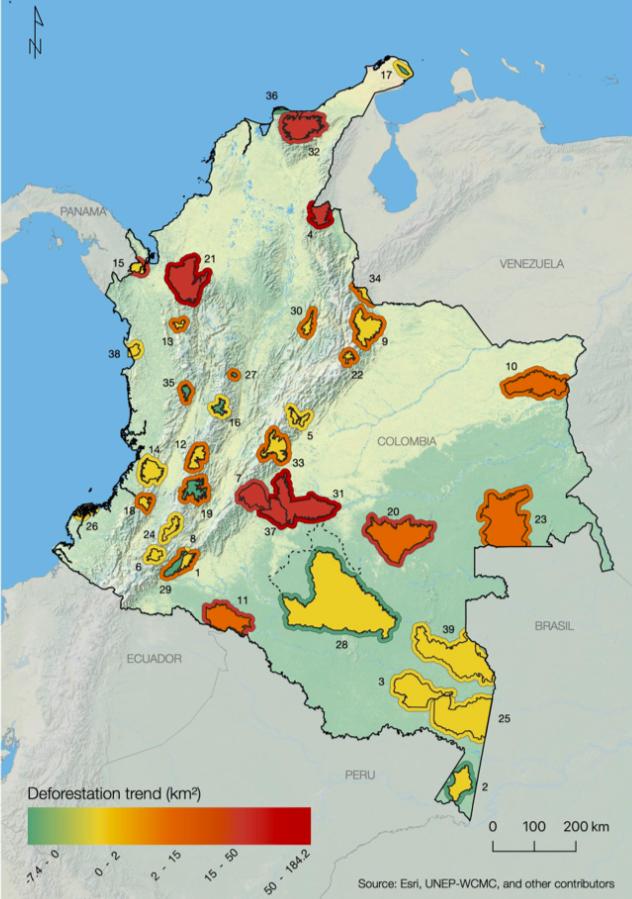 Deforestación en parques nacionales. Cambio en la extensión de la deforestación (km2) antes y después del acuerdo de paz con las FARC (2013–2015 vs. 2016–2018) en los Parques Naturales Colombianos continentales y las Reservas Naturales Nacionales y áreas de amortiguamiento (10 km). Línea punteada: ampliación 2018 de la PNN Serranía de Chiribiquete (no utilizada en los cálculos). Los números corresponden a las ID de áreas protegidas, detalladas en la Tabla 1. Figura creada con el software ArcGIS por Esri, utilizada aquí bajo licencia.