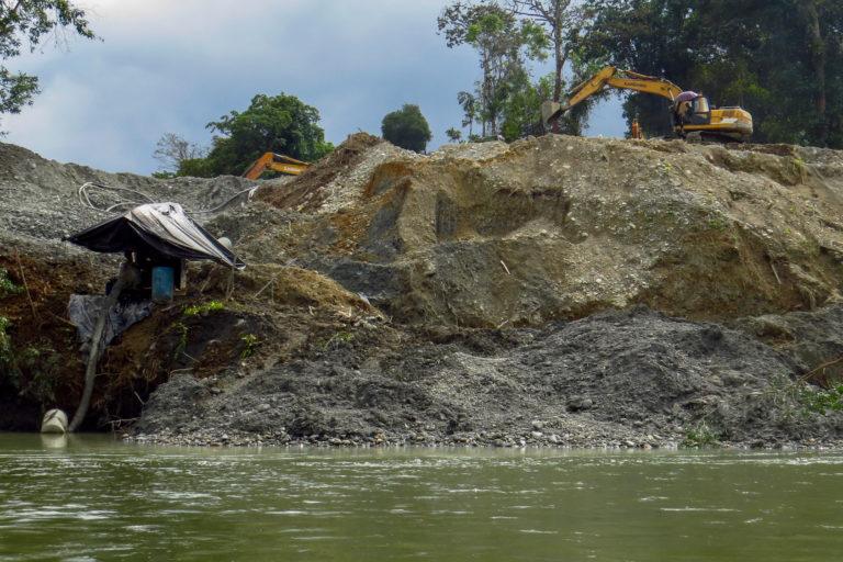 Deforestación en parques nacionales. Deforestación por minería en el departamento de Chocó, Pacífico colombiano. Foto: Gustavo Pisso.