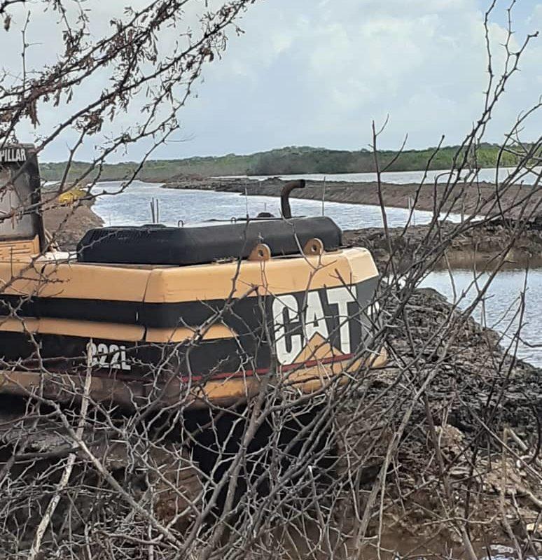 Proyecto turístico en humedal. Las obras del canal iniciaron en mayo de 2019 con maquinaria pesada. Foto: Victoria González.