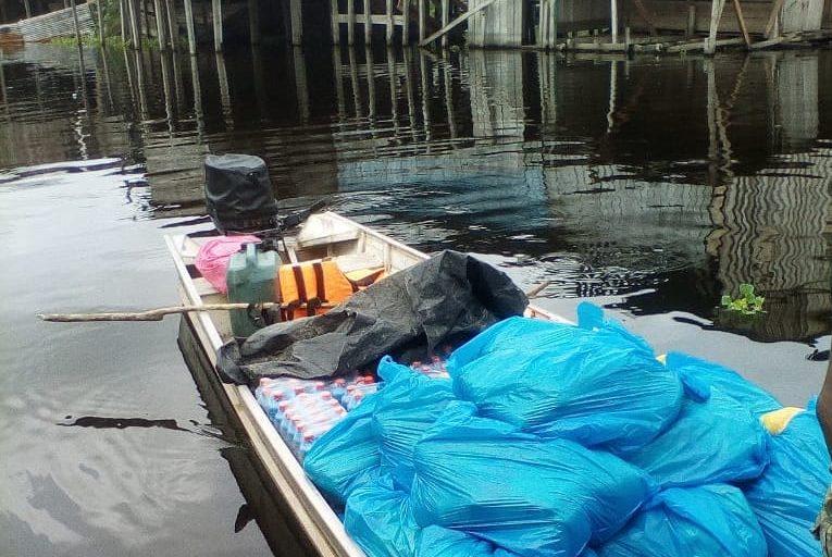 COVID 19 La Federación de Comunidades Tikunas y Yaguas del Bajo Amazonas envió alimentos e implementos para la desinfección del centro de salud y las viviendas de la comunidad Bellavista de Callarú. Foto: Francisco Hernández.