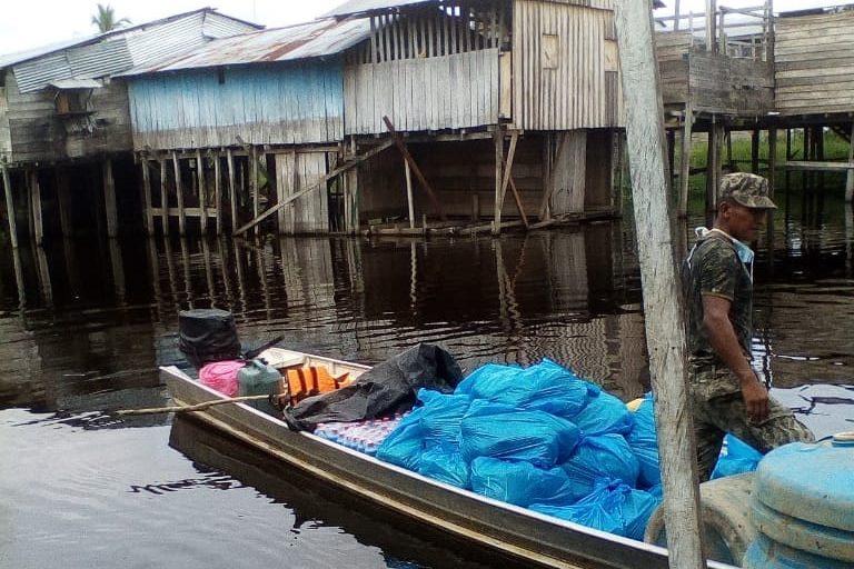 COVID 19 La Federación de Comunidades Tikunas y Yaguas del Bajo Amazonas envió implementos de limpieza y protección al centro de salud de Bellavista de Callarú. Foto: Francisco Hernández.