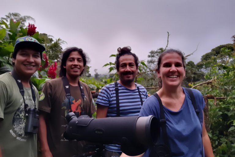 Christian Montalvo, Leo Montalvo, Wilo Vaca, Nicole Büttner en la reserva y estación científica Un Poco del Chocó. Foto: Red de Aves de Ecuador.