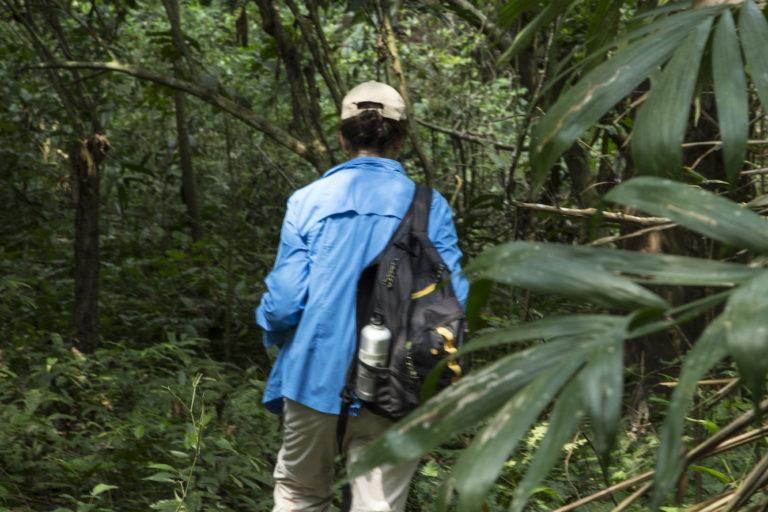 Camila Gonzalez en medio de un bosque. Foto Archivo Camila Gonzalez.